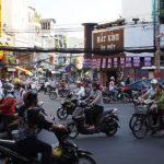 ホーチミンの街並み 行きかうバイク