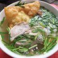 バカデカイジャンボ揚げワンタン麺が旨い、ハノイのThành Trungはローカル客で一杯