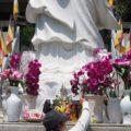 ぼったくり体験!ホーチミンのお寺でお花と親切なガイドには注意